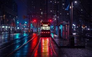 Превью обои троллейбус, остановка, город, вечер, освещение