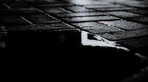 Превью обои тротуар, мокрый, темный, лужа, ночь