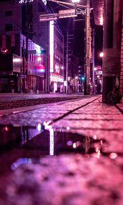 Превью обои улица, лужа, неон, свет, ночь