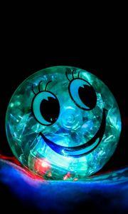 Превью обои улыбка, счастье, шар, подсветка