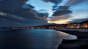 Превью обои вечер, пляж, город, небо, море