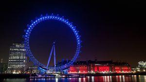Превью обои великобритания, англия, лондон, вечерний город, подсветка, огни, иллюминация, колесо обозрения, здания, дома, набережная, река, отражение