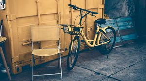 Превью обои велосипед, дверь, желтый