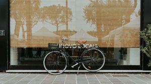 Превью обои велосипед, фасада, улица, отражение