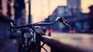 Превью обои велосипед, руль, капли, размытость