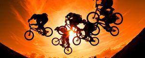 Превью обои велосипедисты, солнце, небо, закат