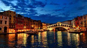 Превью обои венеция, канал, гондолы, лодки, вечер, огни, дома, облака, италия