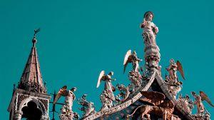 Превью обои венеция, статуи, крыша, архитектура, ангелы, небо