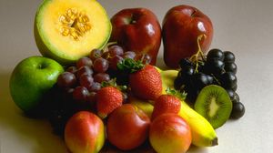 Превью обои виноград, яблоки, банан, киви, клубника
