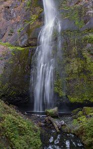 Превью обои водопад, скала, вода, брызги, мох