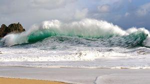 Превью обои волны, шторм, берег, непогода, сила, мощь, удар, потоки, ветер, брызги