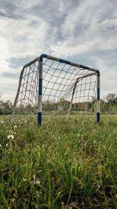Превью обои ворота, сетка, поле, трава, футбол, спорт