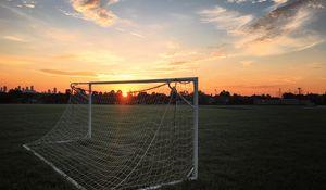 Превью обои ворота, сетка, поле, закат, футбол, спорт