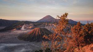 Превью обои вулкан, горы, рассвет, восход, трава, небо