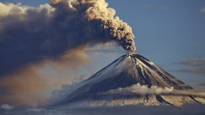 Превью обои вулкан, извержение, дым