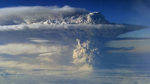 Превью обои вулкан, извержение, небо, дым, столб, облака, высота