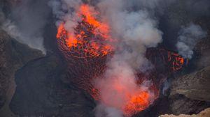 Превью обои вулкан, лава, извержение, дым, пепел, горячий, кратер