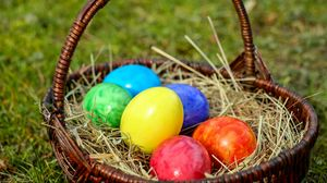 Превью обои яйца, пасхальные, корзина, сено