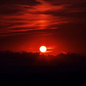Превью обои закат, темный, небо, солнце, сумерки