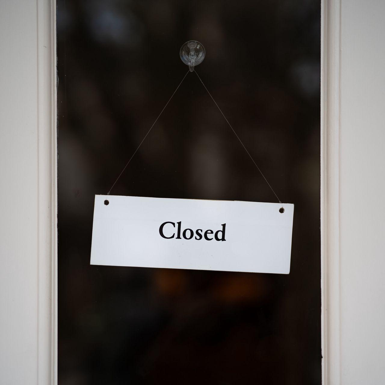 1280x1280 Обои закрыто, вывеска, дверь, надпись, слово