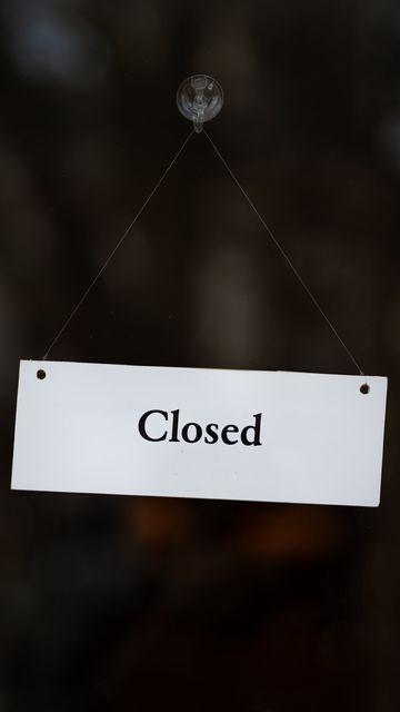 360x640 Обои закрыто, вывеска, дверь, надпись, слово