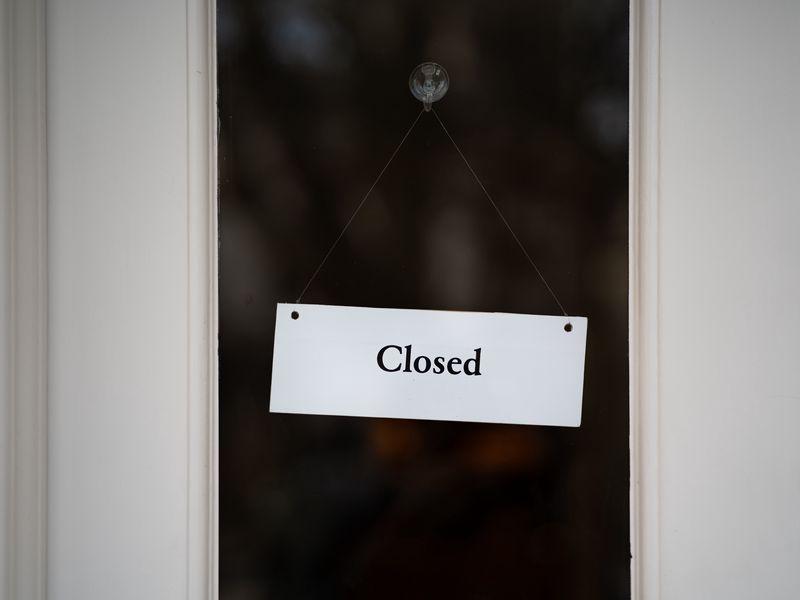 800x600 Обои закрыто, вывеска, дверь, надпись, слово