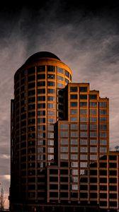 Превью обои здание, архитектура, облака, отражение, сумерки
