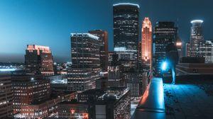 Превью обои здания, крыша, человек, город, ночь