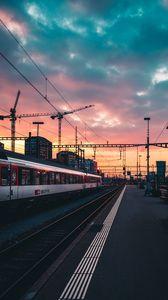 Превью обои железная дорога, поезд, станция, закат, ожидание