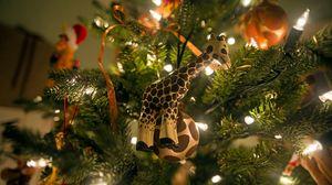 Превью обои жираф, елка, подарки, новый год