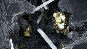 Превью обои золото, кристаллы, минералы, горные породы, камни
