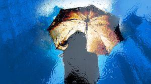 Превью обои зонт, дождь, отражение, лужа