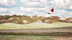 Превью обои зонт, холмы, трава, поле