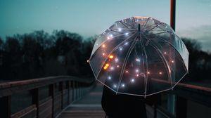 Превью обои зонт, силуэт, сумерки, прогулка