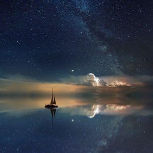 Превью обои звездное небо, лодка, отражение, парус, ночь