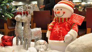 Превью обои снеговик, олени, подарки, новый год