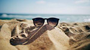 Превью обои солнцезащитные очки, очки, песок, море