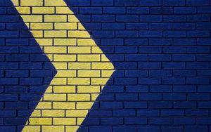 Превью обои стена, кирпичный, стрелка, синий, желтый, указатель, направление
