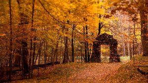 Превью обои стена, проем, лес, камни, осень, листья, деревья