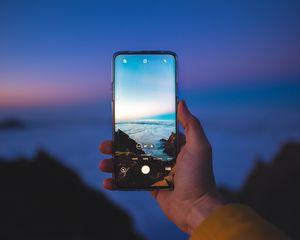 Превью обои телефон, смартфон, рука, фото, пейзаж
