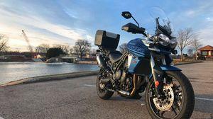 Превью обои triumph tiger, мотоцикл, байк, синий