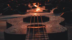 Превью обои укулеле, гитара, закат, пляж, сумерки