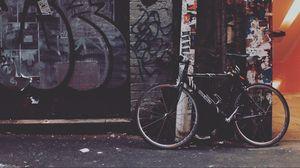 Превью обои велосипед, двор, граффити