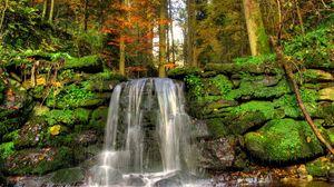 Превью обои водопад, мох, струя, растительность, камни