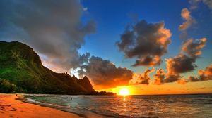 Превью обои закат, море, берег, пляж, горы, солнце, вечер, облака, штиль