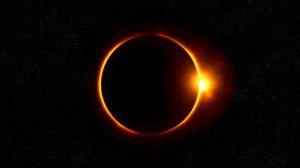 Превью обои затмение, луна, солнце, лучи, блеск