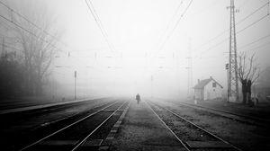 Превью обои железная дорога, туман, вечер, одиночество, чб