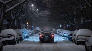 Превью обои зима, улица, автомобиль, движение, ночь, ветки, деревья